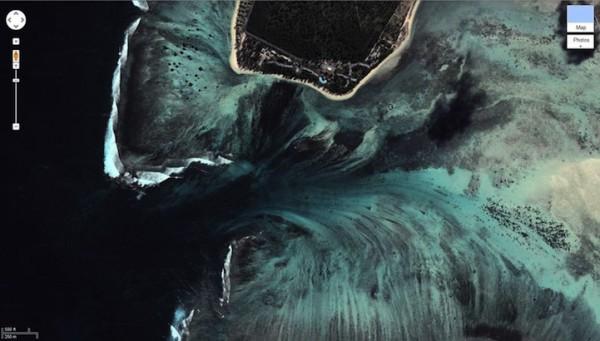 mauritiusunderwaterwaterfall6