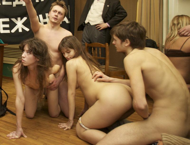 seks-video-porno-v-muzee