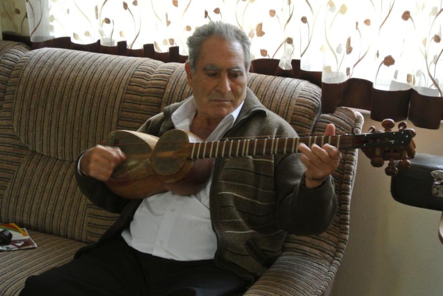 003. Габиб Алиев играет на таре