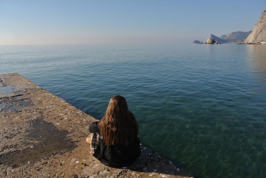 004. Дарья Нуриева смотрит на море.