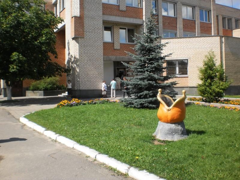 Скульптура в Смолевичах перед Белагропромбанком