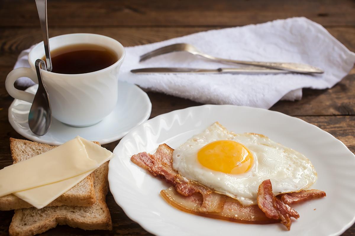 Яичница с кофе в картинках