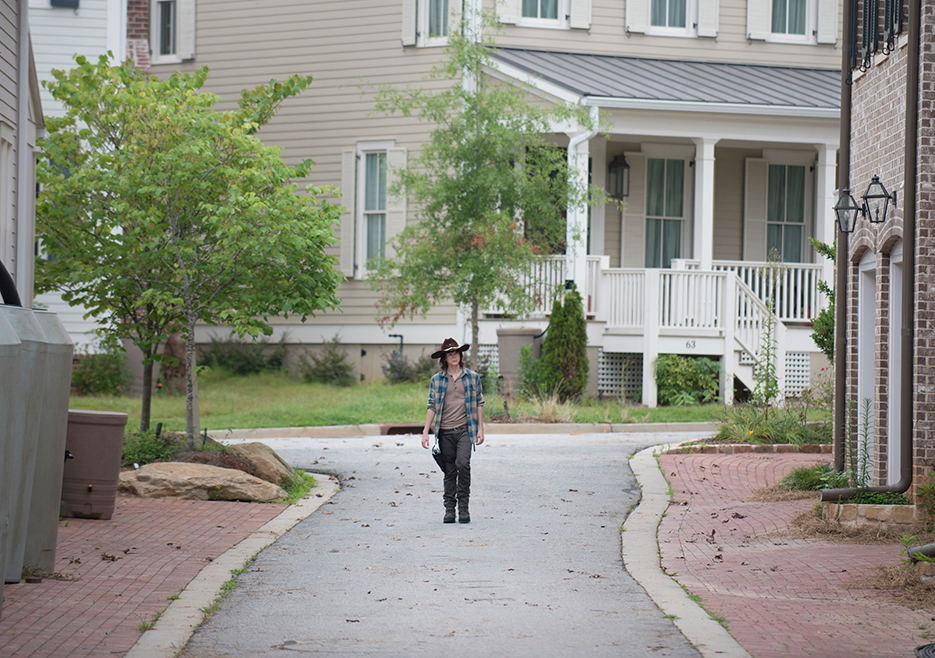the-walking-dead-episode-607-carl-riggs-935