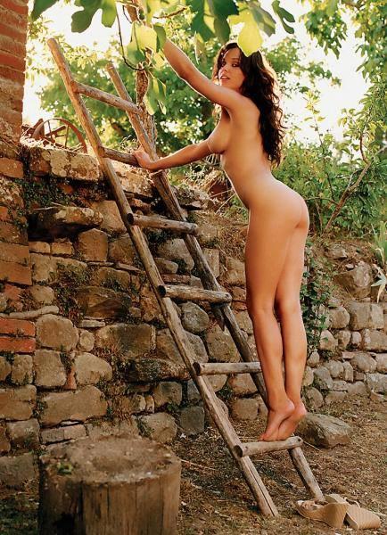 Галерея голых девушек на природе фото