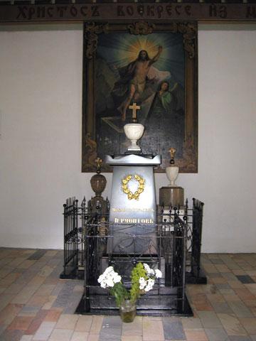 Памятник в часовне