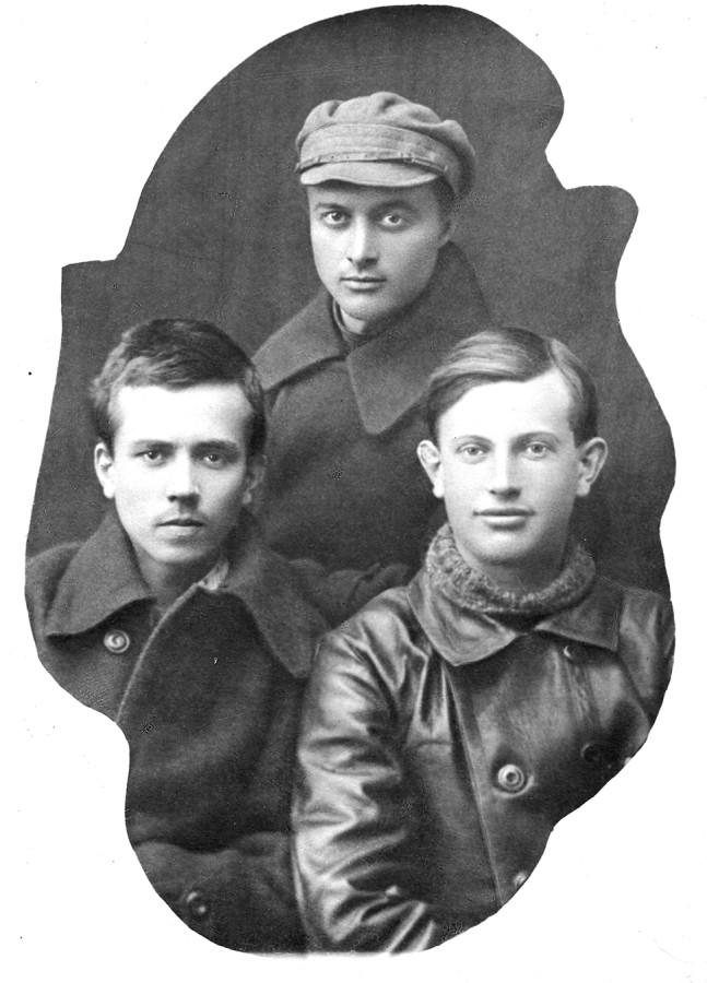 Н.А. Островский с комсомольцами. 1922 г.