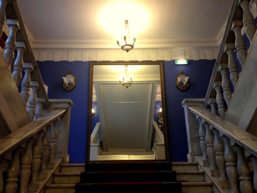 Пермский театр оперы и балета лестница