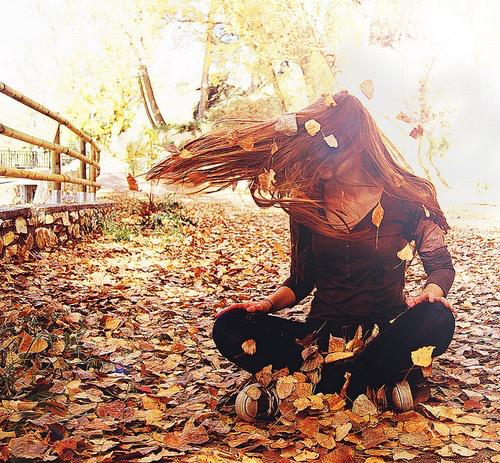 осень фото женщины со спины
