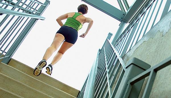 Необычные приспособления для фитнеса: лестница