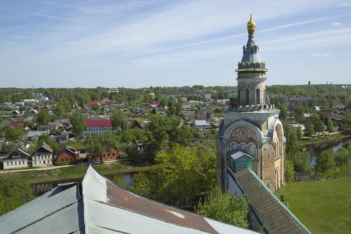 Борисоглебский мужской монастырь.  Свечная башня (вид с колокольни).jpg