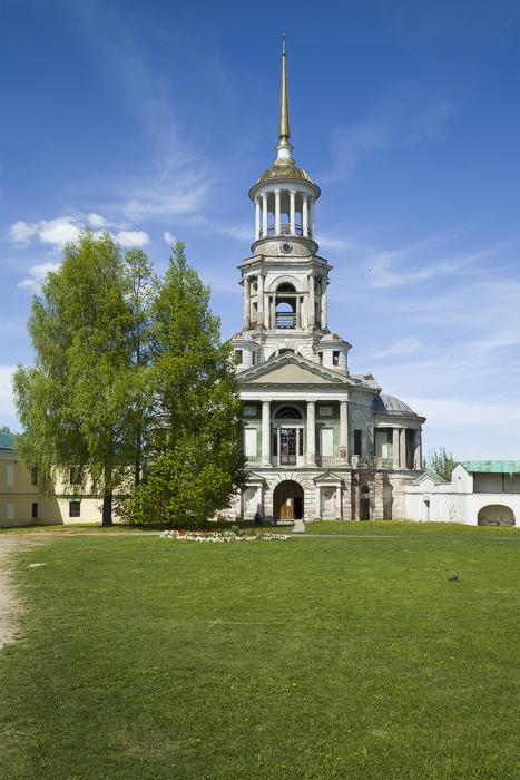 Борисоглебский мужской монастырь. Церковь Спаса Нерукотворного Образа (надвратная) со двора-2.jpg
