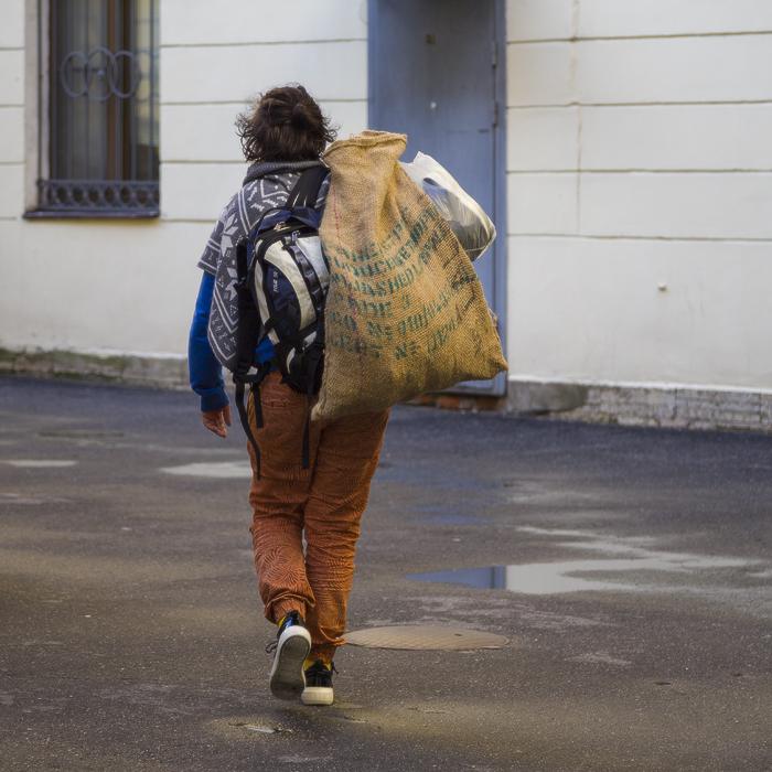 дом учёных им. М. Горького. двор. внутренний корпус. путешествие с багажом.jpg