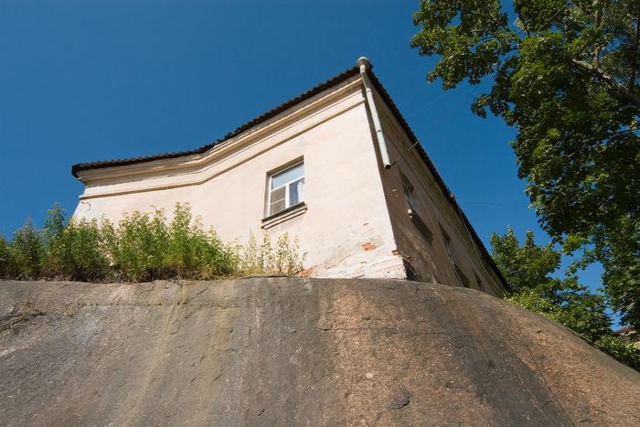 «Дом-на-скале».jpg