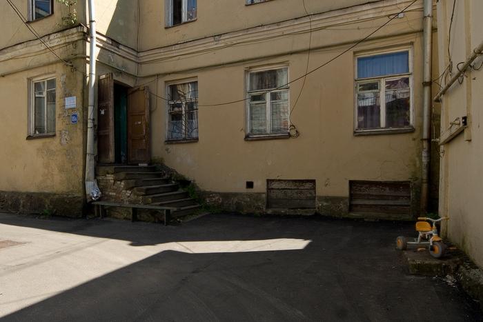 Краснофлотская-улица.-индивидуальный-жилой-дом.-двор-и-личный-автотранспорт.jpg