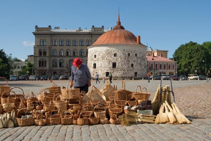 Круглая-башня-на-Рыночной-площади.jpg