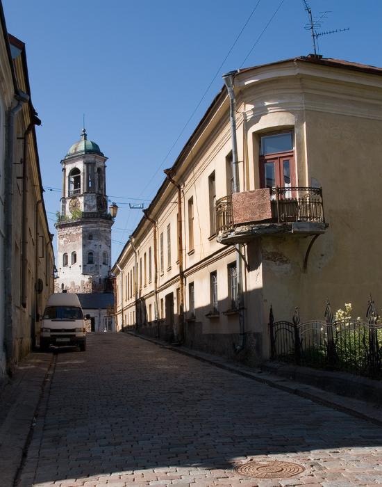 улица-Водной-Заставы.-вид-на-Часовую-башню-от-жилого-дом-XVI-века.jpg