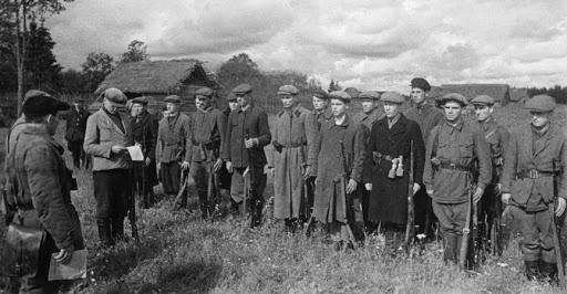 партизаны. фото из источника: http://lhistory.ru/statyi/kto-rukovodil-partizanami