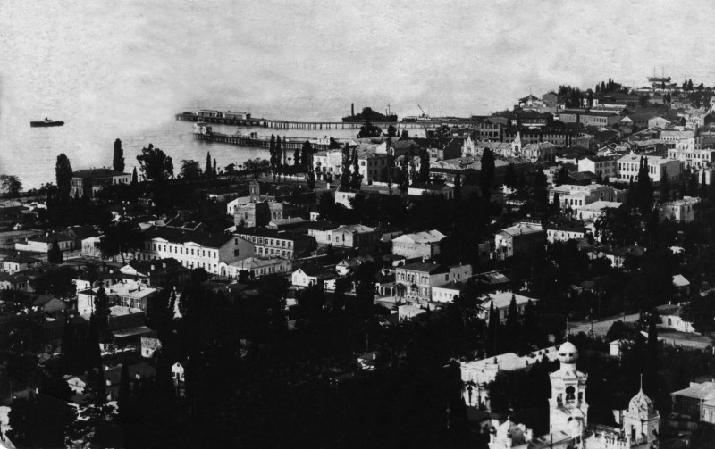 Сухуми. (г.Сухум, сейчас столица Абхазии).  Вид на город. 30-е-40-е. Источник: http://abkhazinform.com/fotografii/item/2830-zdravstvuj-nepovtorimyj-sukhum