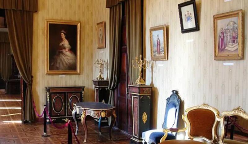 во дворце-музее Дадиани. фото с сайта: https://v-georgia.com/showplaces/dvorec-dadiani-zugdidi/