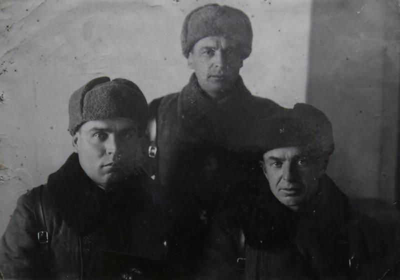 г.Волчанск, 1942 г. Справа - Войнаровский И.Н,слева  - комполка И.М. Степанов.