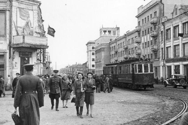 г. Уфа. 1945 г. г. Уфа была тылом, но помогала фронту солдатами, госпиталями, промышленностью. Сюда были эвакуированы более 100 предприятий. https://regnum.ru/news/society/2934438.html