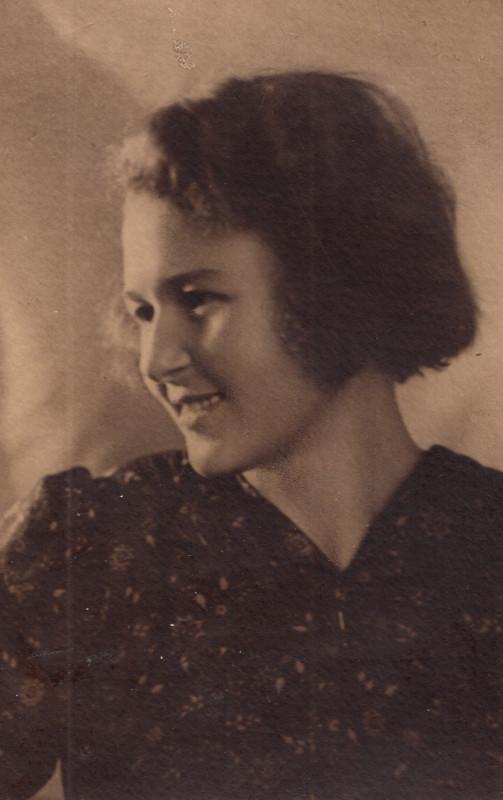Зорина Клавдия Федоровна, моя бабушка, в молодости.