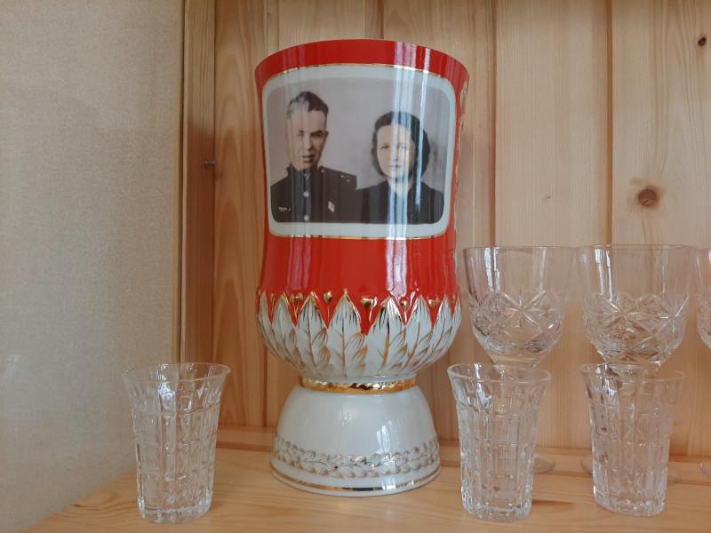 ваза с портретом Ивана Николаевича и Клавдии Федоровны. Подарок 1985 г.