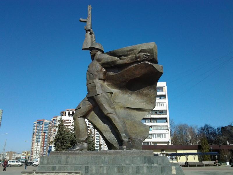 Площадь 23 августа,памятник воину-освободителю. Источник фото: https://redpost.com.ua/themes/kharkov_history/1159789.html