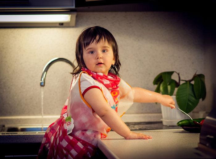 турагенты, туристы, брюнетка моет посуду фото что соседка действительно