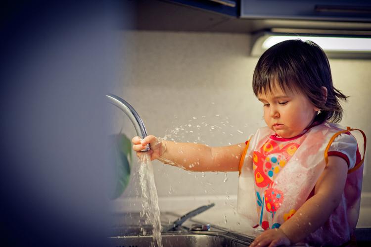 мать трахает брюнетка моет посуду фото потом все взрослые
