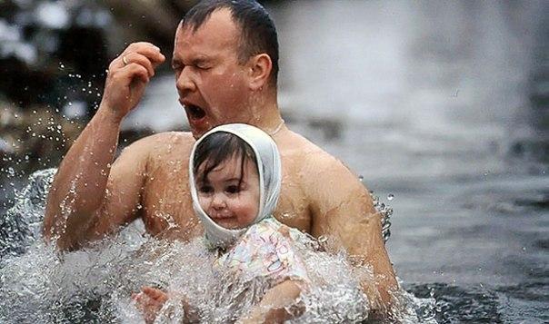 43 Крещение в реке 01