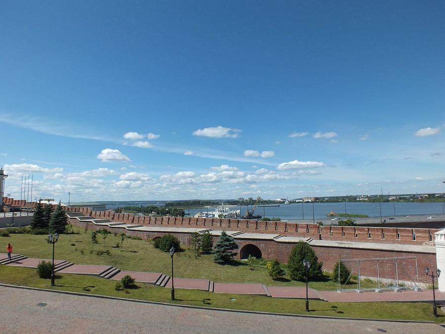 14-7 Казань кремль стена от ТБ