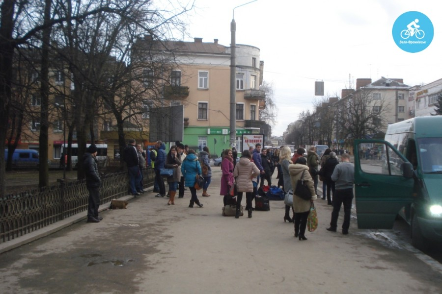 Іванофранківцям показали як можуть виглядати велодоріжки на Галицькій (фото) - фото 61