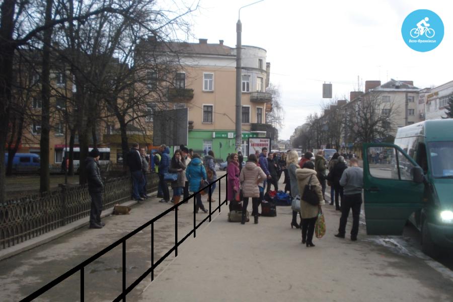 Іванофранківцям показали як можуть виглядати велодоріжки на Галицькій (фото) - фото 62