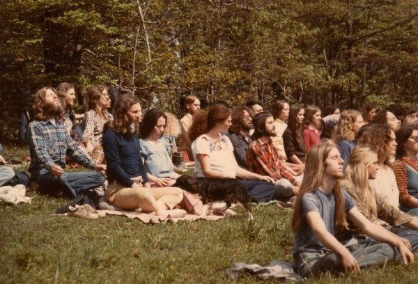 hippie-commune-group-prayer