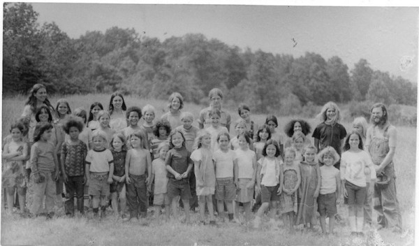 hippie-commune-the-farm-children