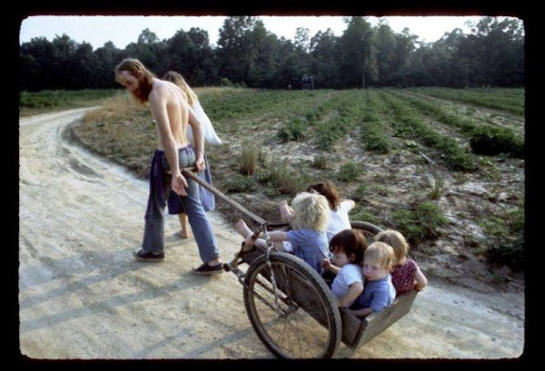 hippie-commune-the-farm-wheelbarrow