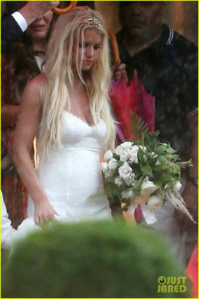 Ashlee simpsons wedding dress revealed oh no they didnt source tagged ashlee simpson junglespirit Choice Image