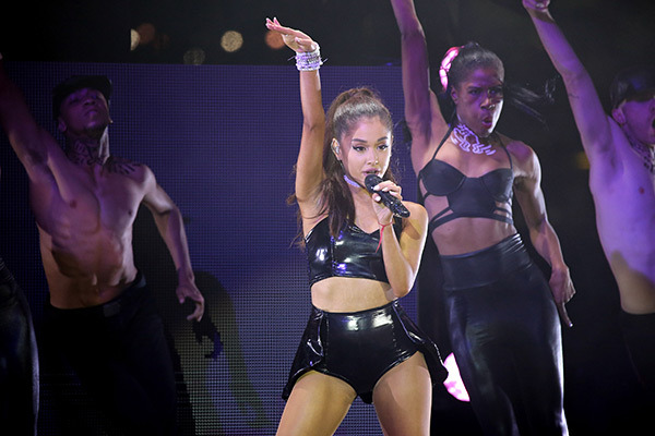 ariana-grande-rocks-out-pride-2015-ftr