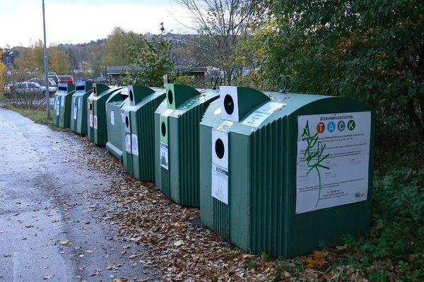 Баки для раздельного сбора мусора в Стокгольме