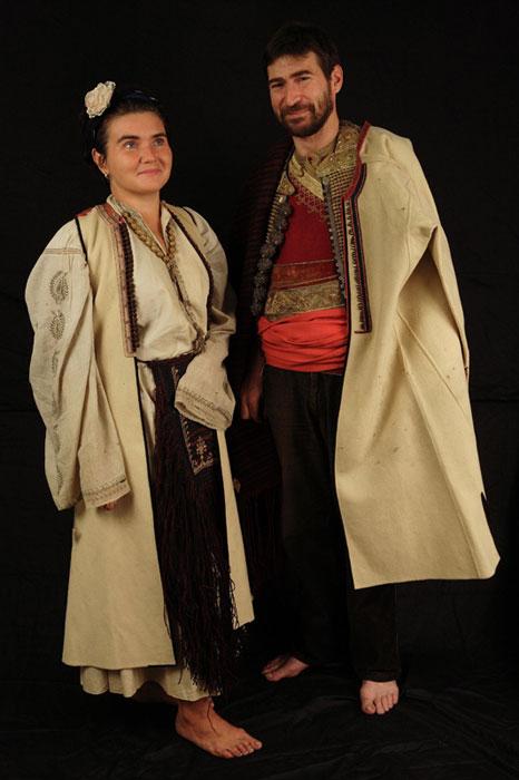 Праздничные черногорский мужской и женский костюм