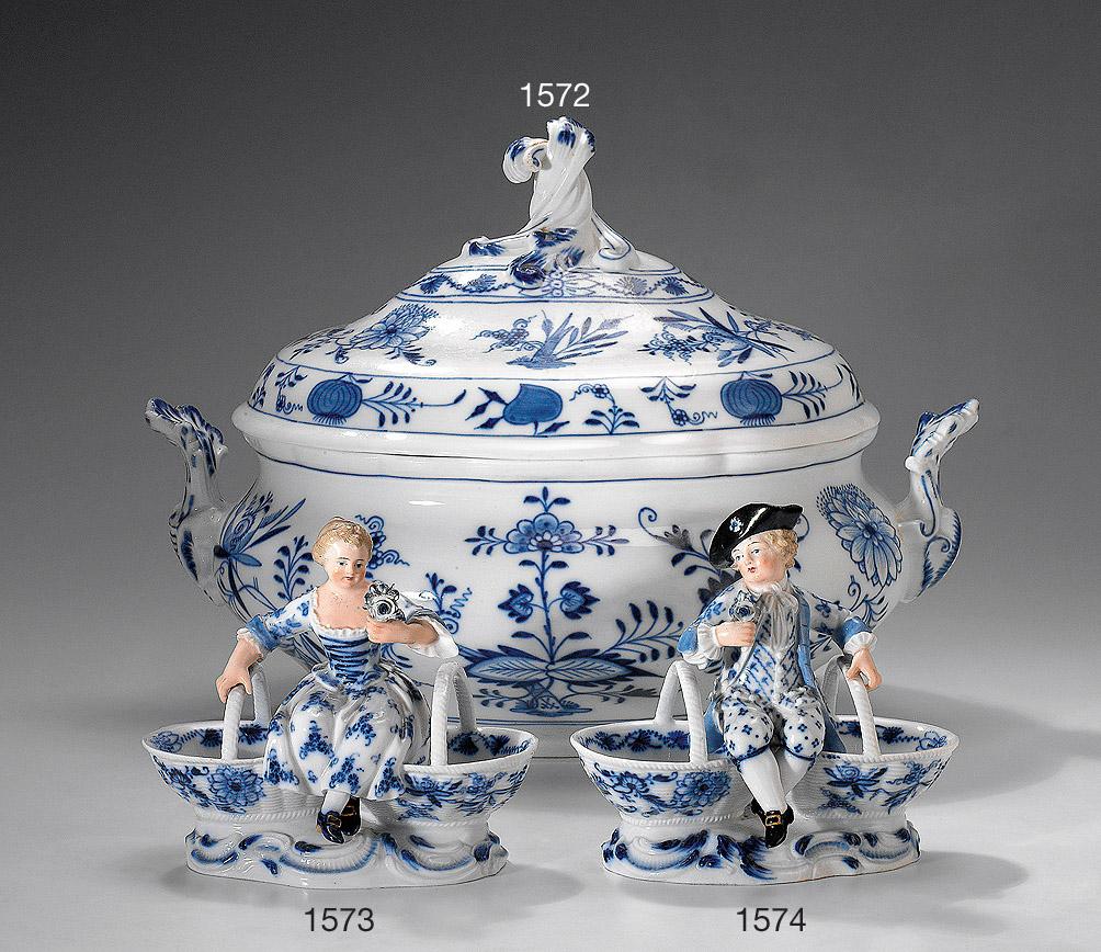 Ovale Deckelterrine mit Akanthusgriffen. Zwiebelmuster. конец 19 века