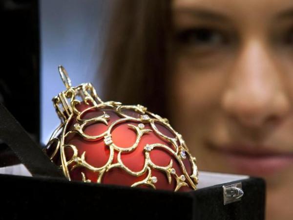 Lauscha_20 000 Euro teure Weihnachtskugel aus zwölfkarätigem Gold und mit 120 Diamanten