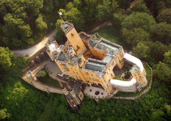 Koblenz,_Schloss_Stolzenfels_Luftbild_085