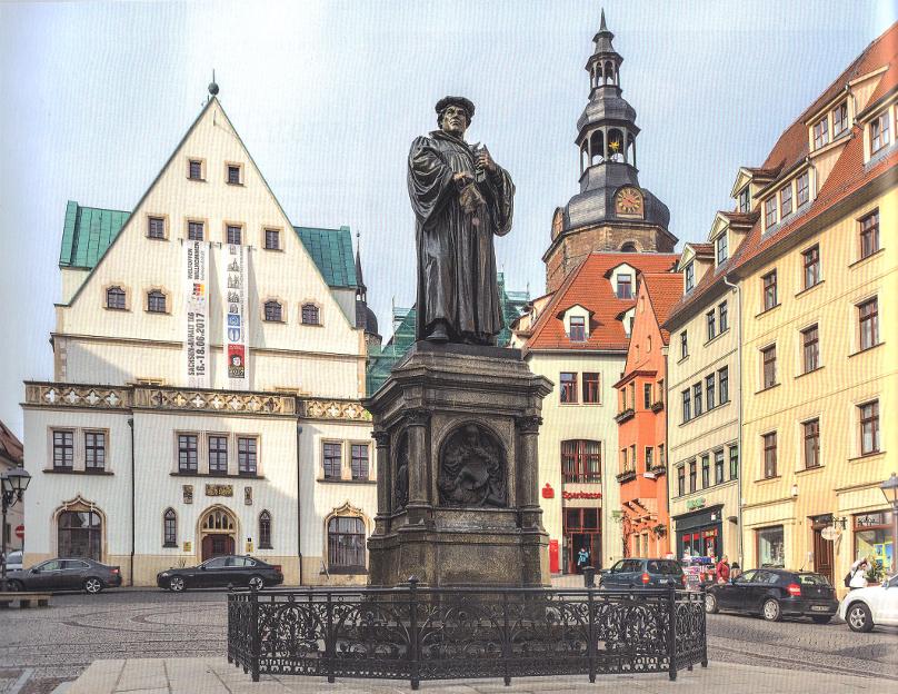 Luthersdenkmal_auf_dem_Marktplatz_von_Eisleben