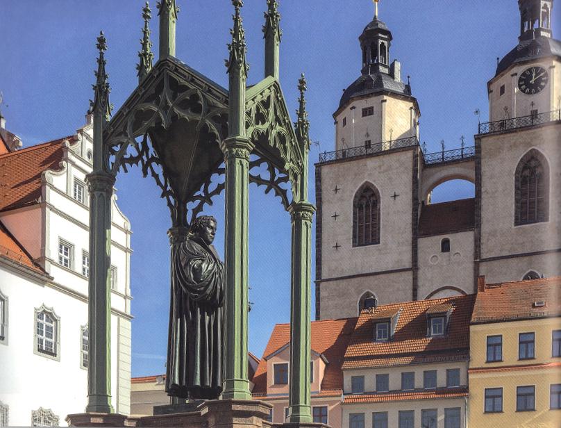 Die_Lutherfigur_auf_dem_Marktplatz_in_Wittenberg