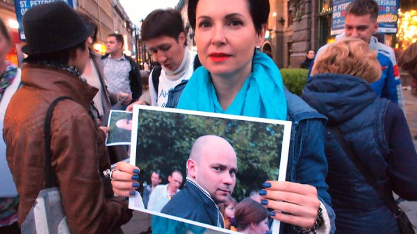 флэшмоб в Питере в поддержку Андрея Пивоварова