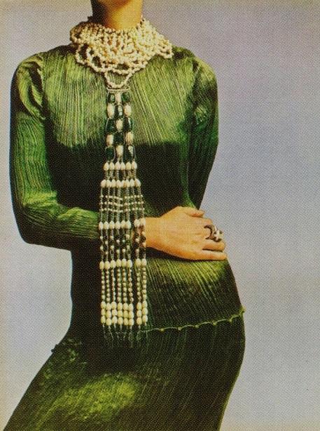 DVEye-Vogue-1969-Avedon-GV4