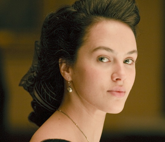 downton-abbey-jessica-brown-findlay