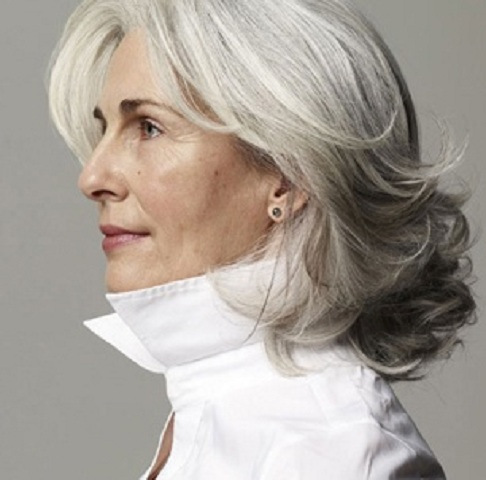 gray-hairstyles-over-50